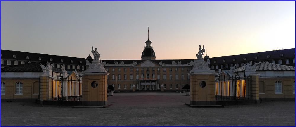 Mondfahrt: Karlsruher Schloss
